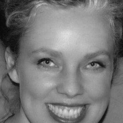 에스텔라 코르키 (Estelle Corke)