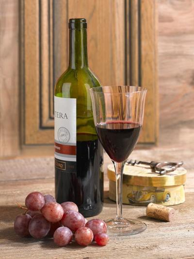 objects-wine-still-life-lmn49204