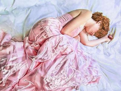 val-female-figure-satin-sleep-01-jpg
