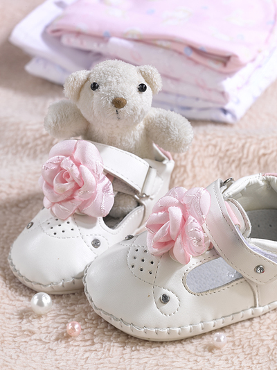 baby-greeting-cart-teddy-bear-and-baby-sandals-with-pink-roses-lmn71892-jpg