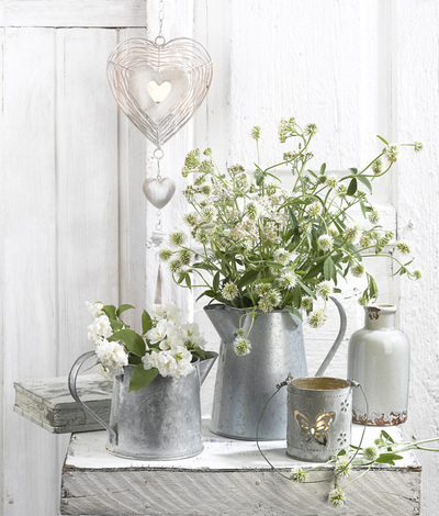 lmn76689-still-life-with-a-bouquet-of-clover-jpg