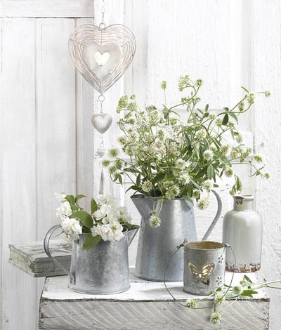lmn76689-still-life-with-a-bouquet-of-clover-jpg